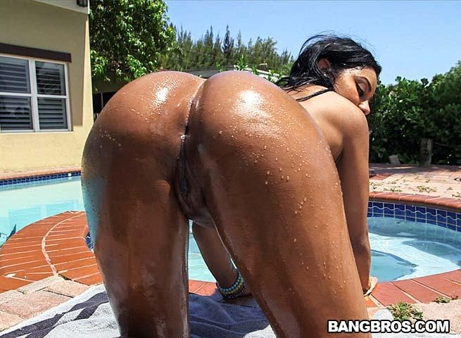 Aaliyah grey shakes that big ass on a raw cock ap14388