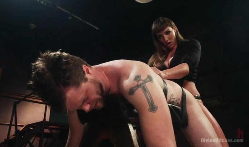 Mistress Kara, Mike Panic - Her Muscles, Her Pleasure (Strapon) (SD) DivineBitches [SD 540p] (2018)