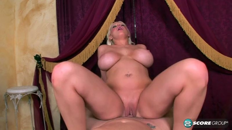 Candy Manson - Candy Manson Artists Get All The Pussy (Milf) PornMegaLoad [SD 400p] (2018)