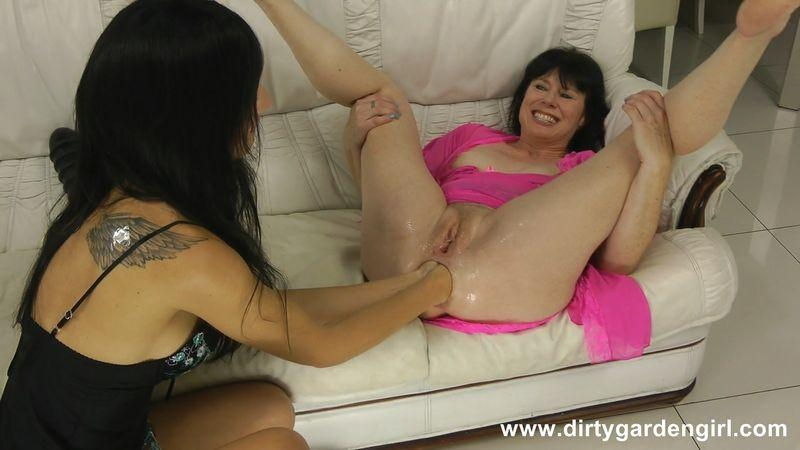 Dirtygardengirl and Hotkinkyjo fisting fun (Fisting) DirtyGardenGirl [HD 720p] (2018)