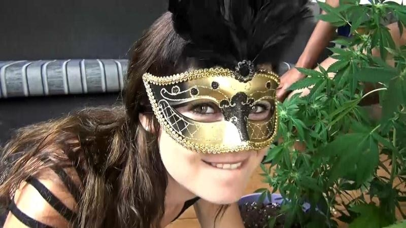 Unknown Tiny Dutch - Rumble in the weed jungle (Bukkake) ManyVids.com [FullHD 1080p] (2018)